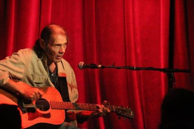 Malcolm Holcombe at McGonigel's Mucky Duck – July 12, 2016